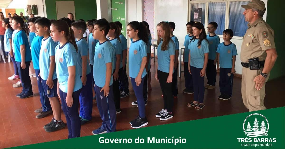 """3º BPM IMPLANTA PROJETO """"ESTUDANTE CIDADÃO"""" EM TRÊS BARRAS"""