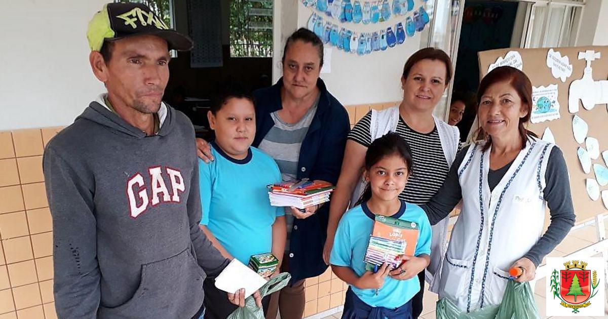 Alunos da rede municipal começam a receber kits de material escolar