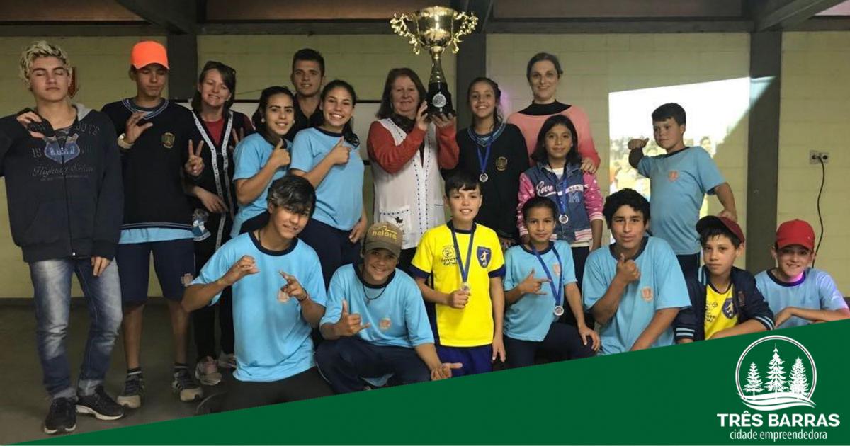 Alunos do CAIC são vice-campeões em torneio de Futsal em Canoinhas