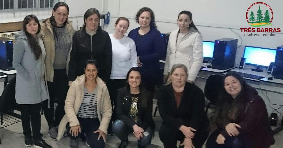 Atendentes de farmácia participam de capacitação sobre sistema de informatização