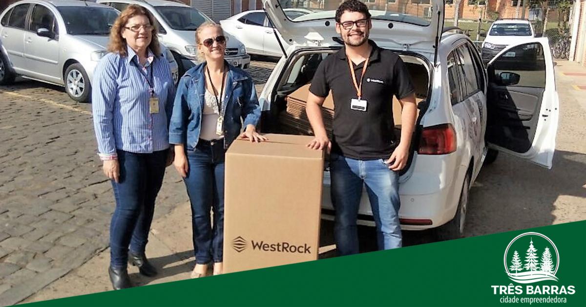 Campanha do Agasalho: unidades escolares recebem caixas para o recolhimento de donativos