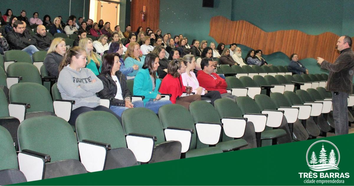 Capacitação de professores marca o início do projeto Jovens Empreendedores Primeiros Passos