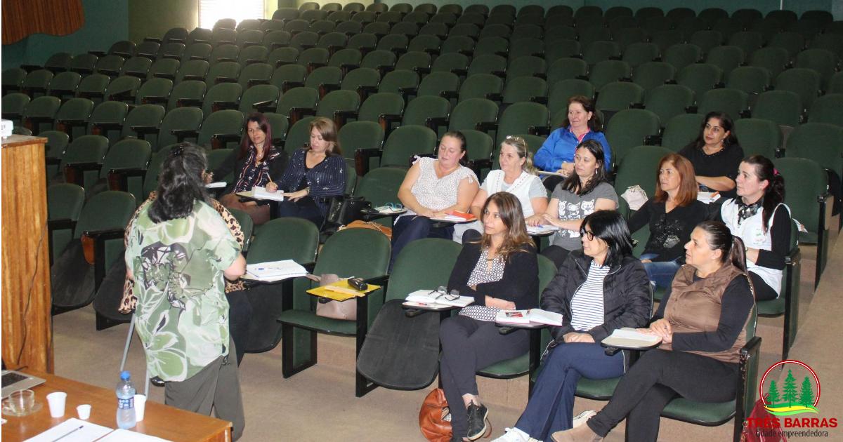 Capacitação reúne diretoras escolares da rede municipal de ensino