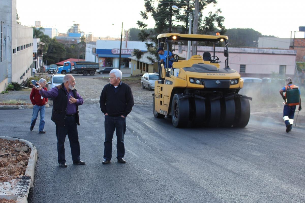 Colocação de asfalto prossegue até esta sexta-feira em ruas de Três Barras