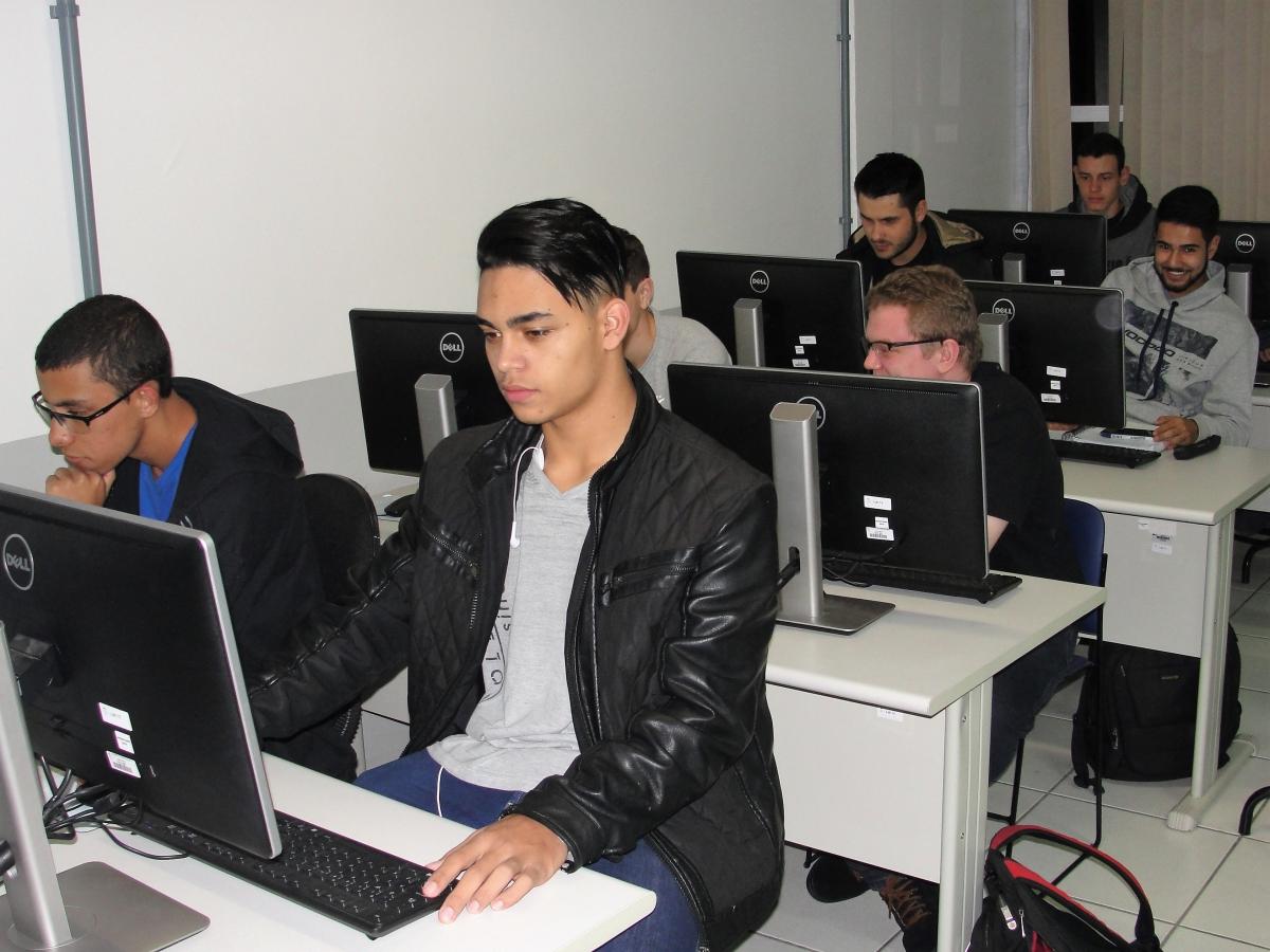 Conheça os cursos superiores ofertados pelo Câmpus Canoinhas do IFSC