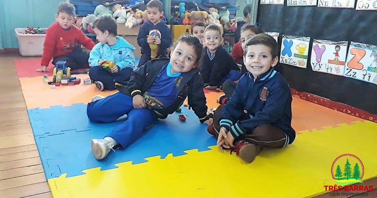 Dez Centros Municipais de Educação Infantil recebem tapetes de E.V.A