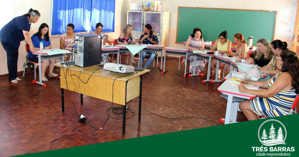 Educação de Três Barras promove capacitação com diretoras escolares
