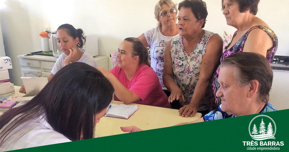 Em encontro, grupo da Melhor Idade recebe serviços de saúde