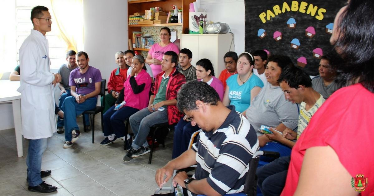 Equipes ESF 002 e 008 promovem ação com alunos da Apae
