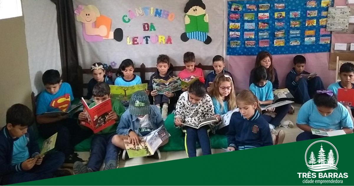 Extensão II incentiva a leitura com projetos na escola e junto às famílias dos alunos
