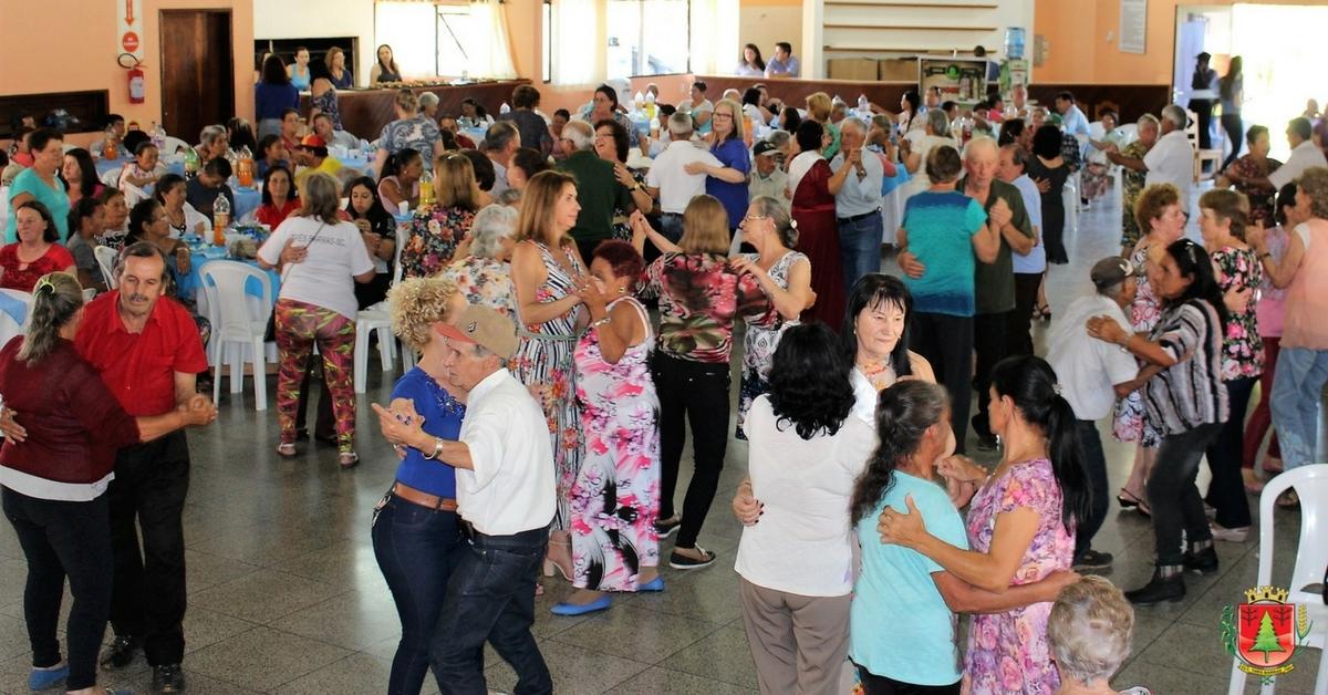 Festividades da Melhor Idade reúnem mais de 800 participantes