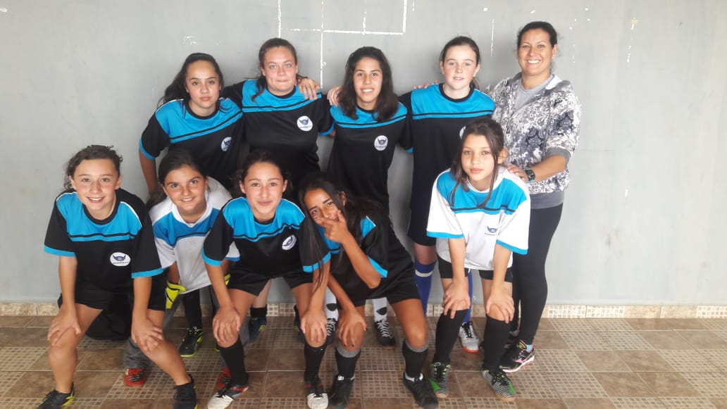 Escola estadual Colombo Machado Salles, campeão da fase municipal no naipe feminino.