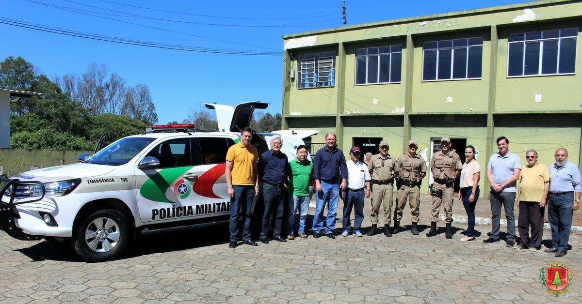 Governo do município entrega nova viatura à PM de Três Barras