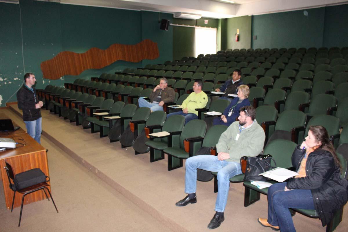 Informações técnicas e metodologia do Censo Agro são repassadas durante reunião em Três Barras