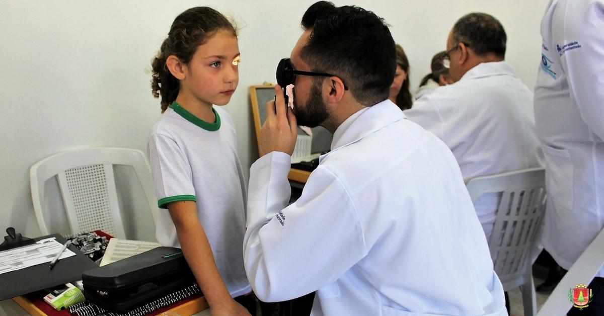 Lions Clube e Curso de Optometria promovem exames visuais na escola Guita Federmann