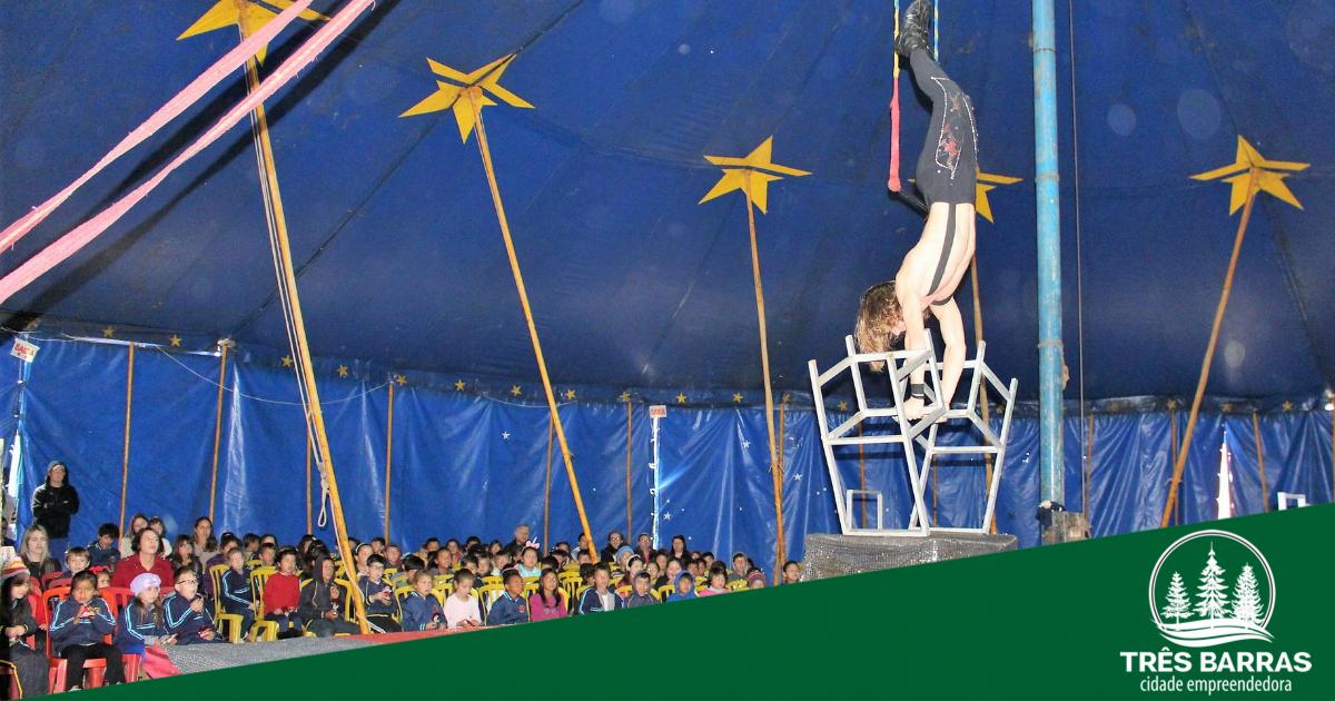 Magia do circo contagia e diverte alunos residentes no distrito de São Cristóvão