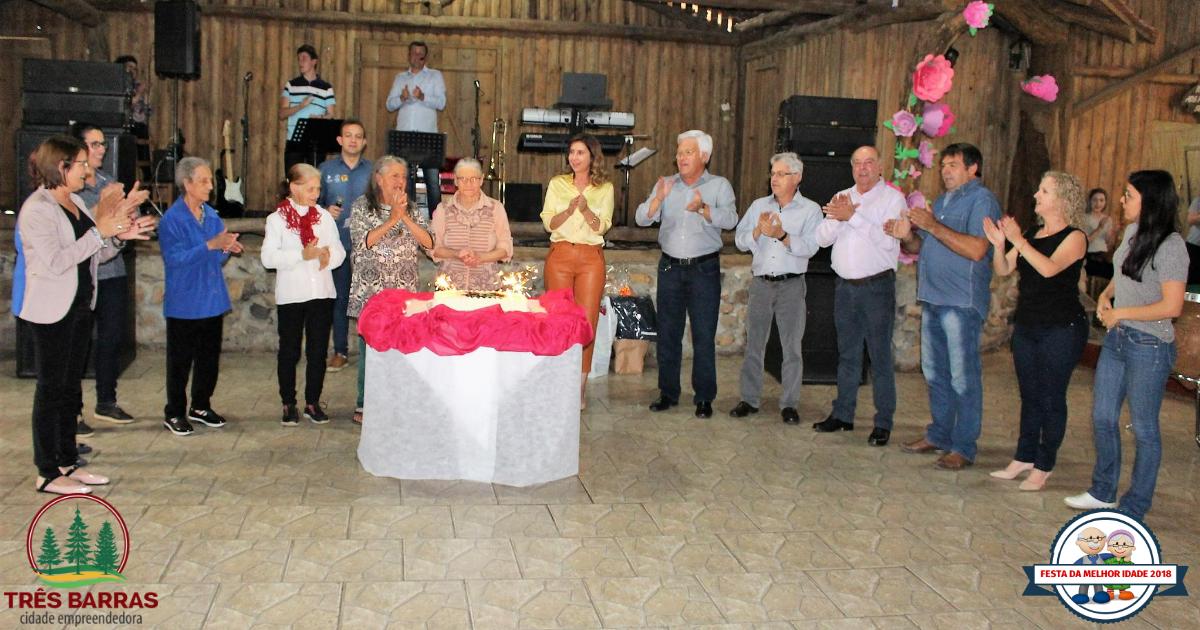 Melhor Idade: Festa reúne grupos da sede do município e interior