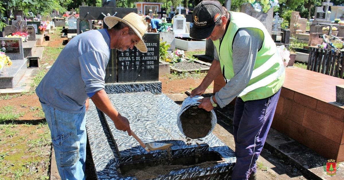 Mutirão de limpeza no cemitério visa eliminar criadouros do mosquito da dengue