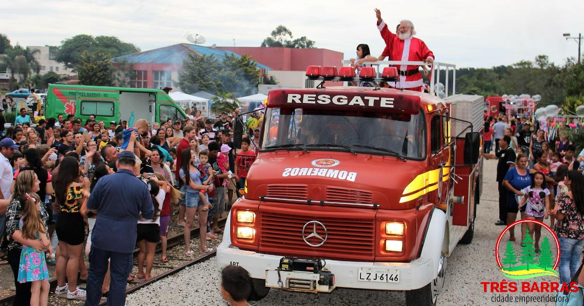 Natal Luz no centro recebe mais de 4 mil pessoas e distribui 2,7 mil presentes às crianças