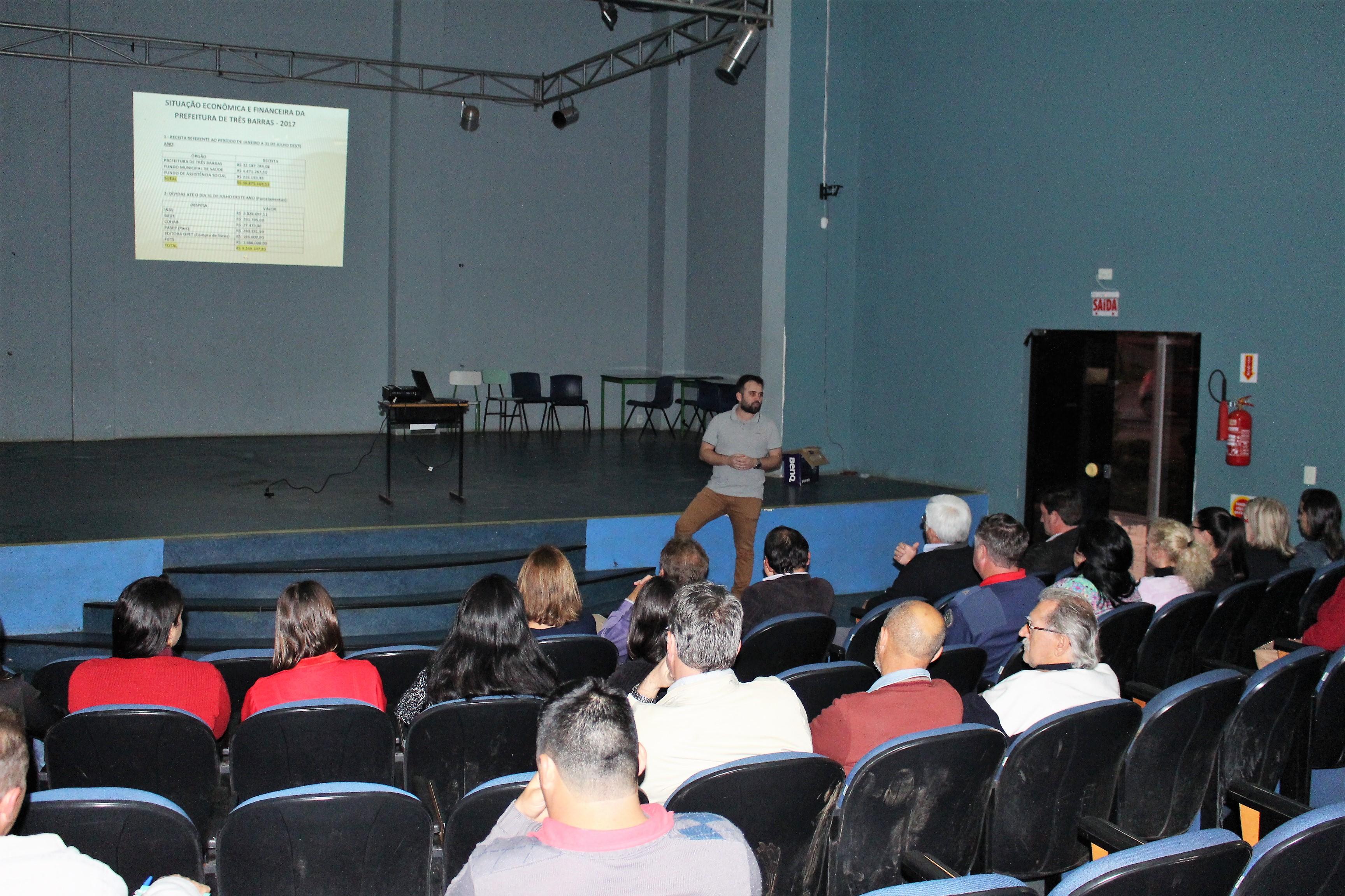Servidor Aécio Budant explanou sobre os novos débitos contabilizados.