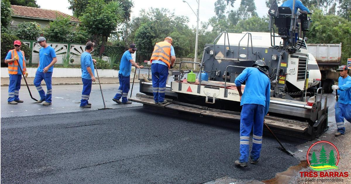 Operação tapa buracos contempla ruas, avenida e rodovia estadual em Três Barras