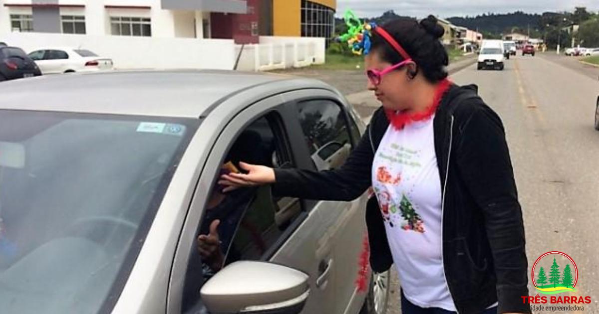"""Pedágio de Carnaval"" distribui panfletos sobre DST e preservativos"