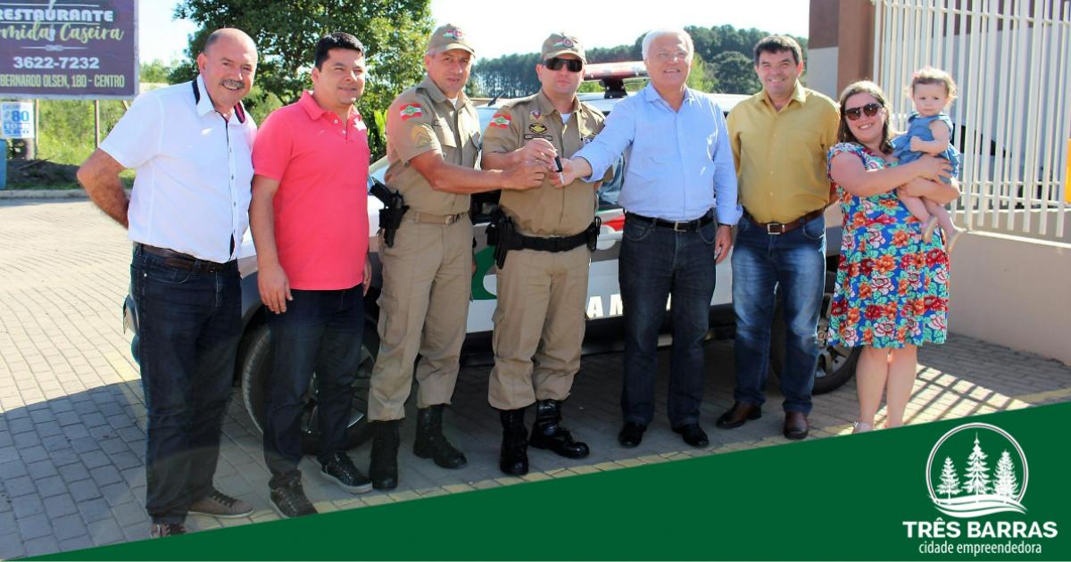 PM de Três Barras recebe nova viatura do Estado; Shimoguiri confirma compra de camionete à instituição