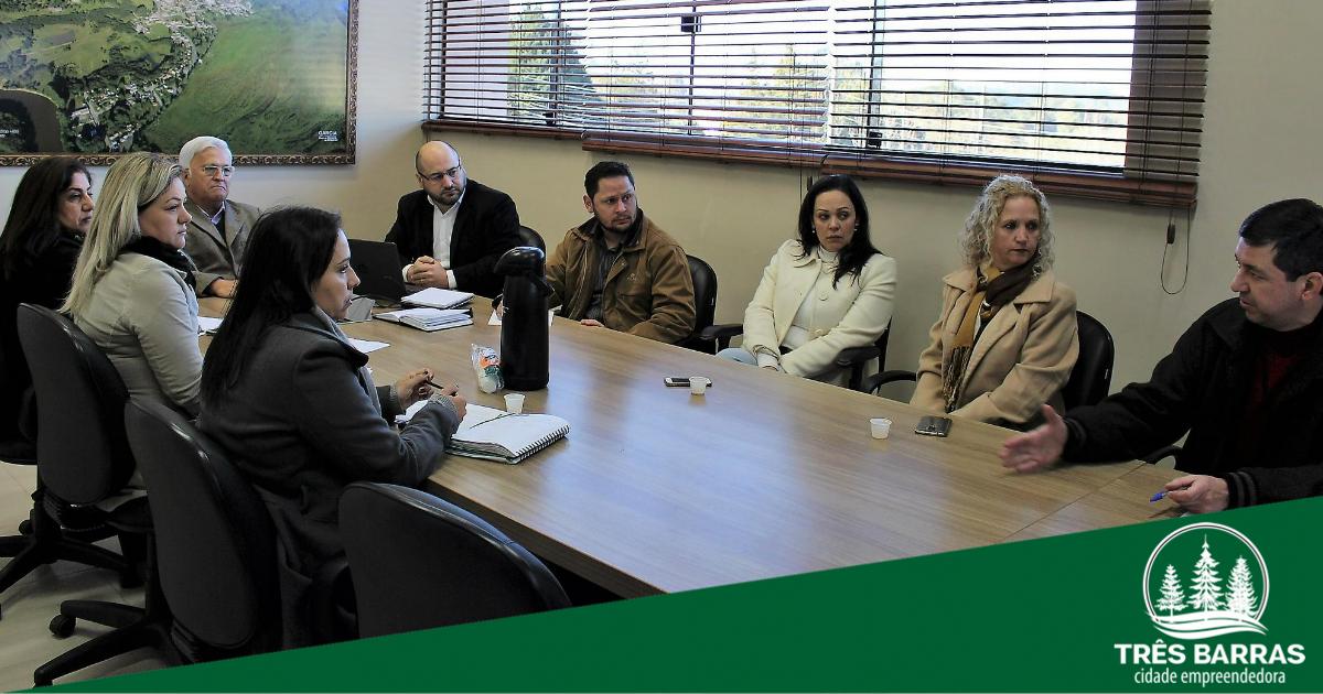 """Pré-projeto """"Aprender para viver bem"""" é debatido durante reunião intersetorial"""