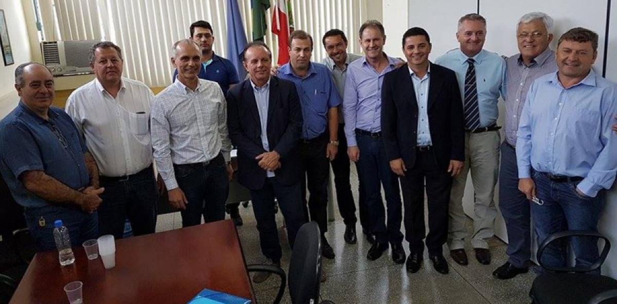 Prefeito cobra soluções para rodovias da região em reunião com secretário de Estado