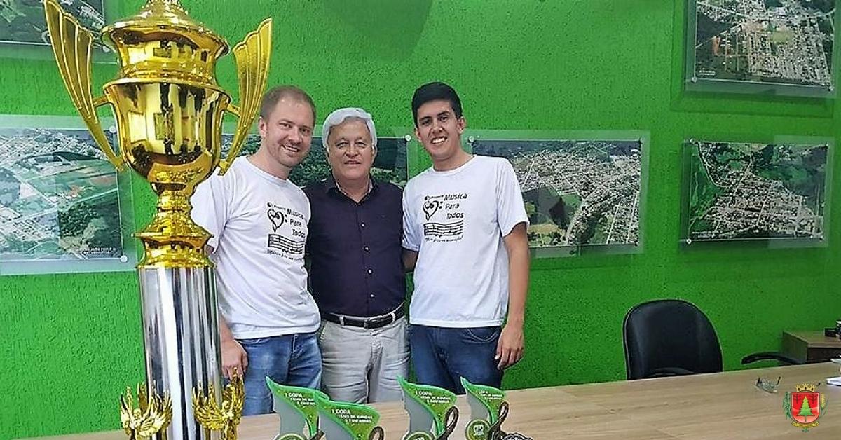 Prefeito recebe membros de Banda campeã geral da 1ª Copa Vanguarda Catarinense