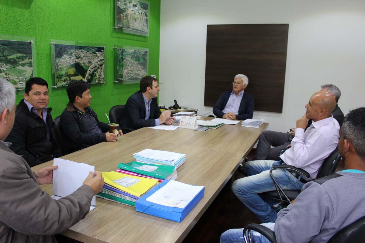 Prefeito solicita recursos de R$ 300 mil durante visita de deputado