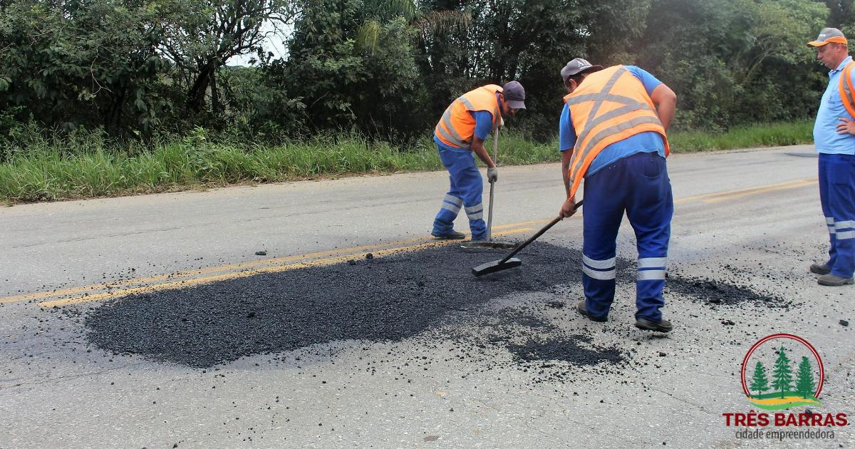 Prefeitura de Três Barras custeia operação tapa buracos na SC-120
