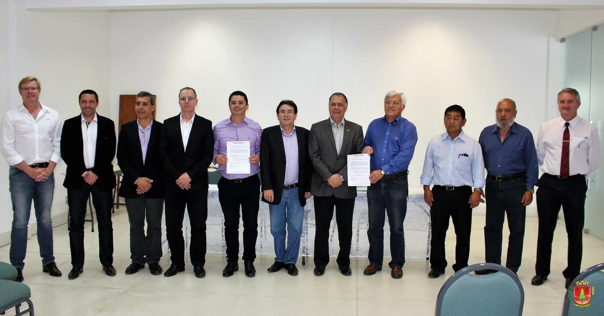 Prefeitura e Fiesc/Senai firmam convênio para cursos de orientação profissional de alunos