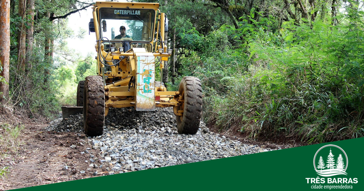 Prefeitura faz a recuperação de estrada na Campininha e ruas no bairro João Paulo II