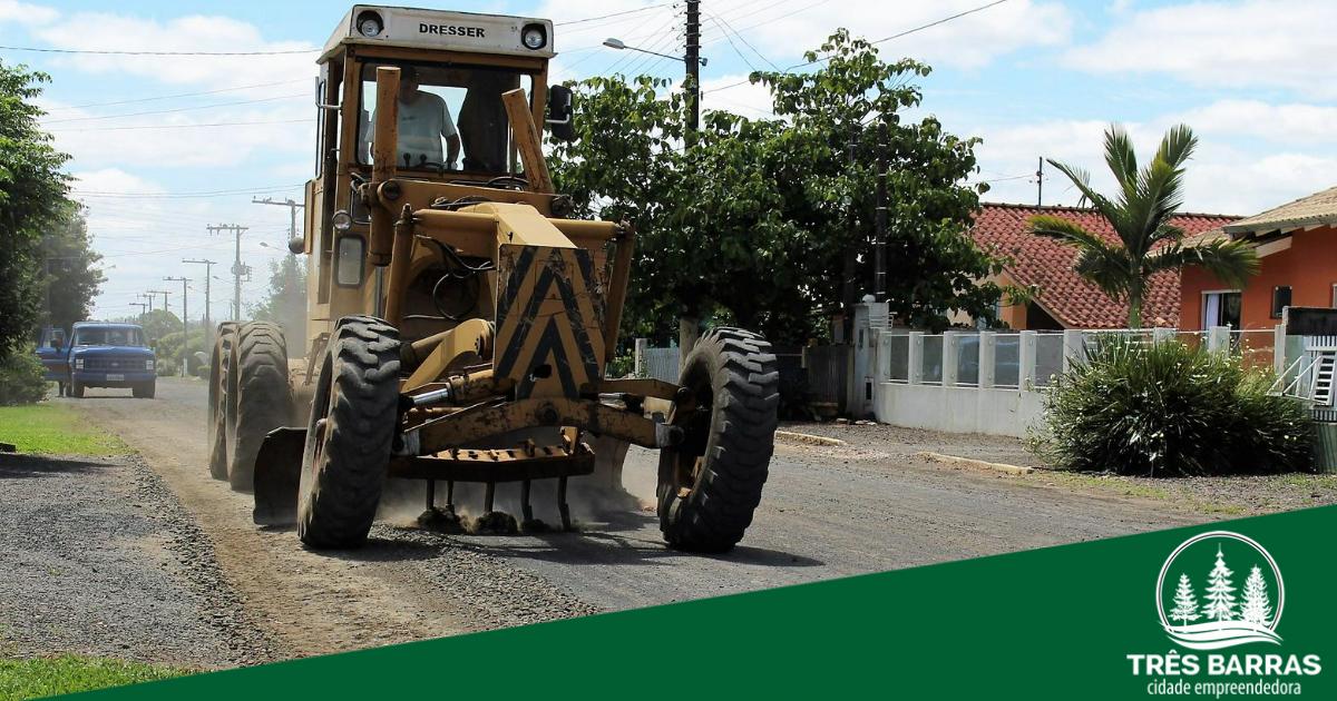 Prefeitura trabalha na recuperação de ruas e estradas danificadas pelas chuvas