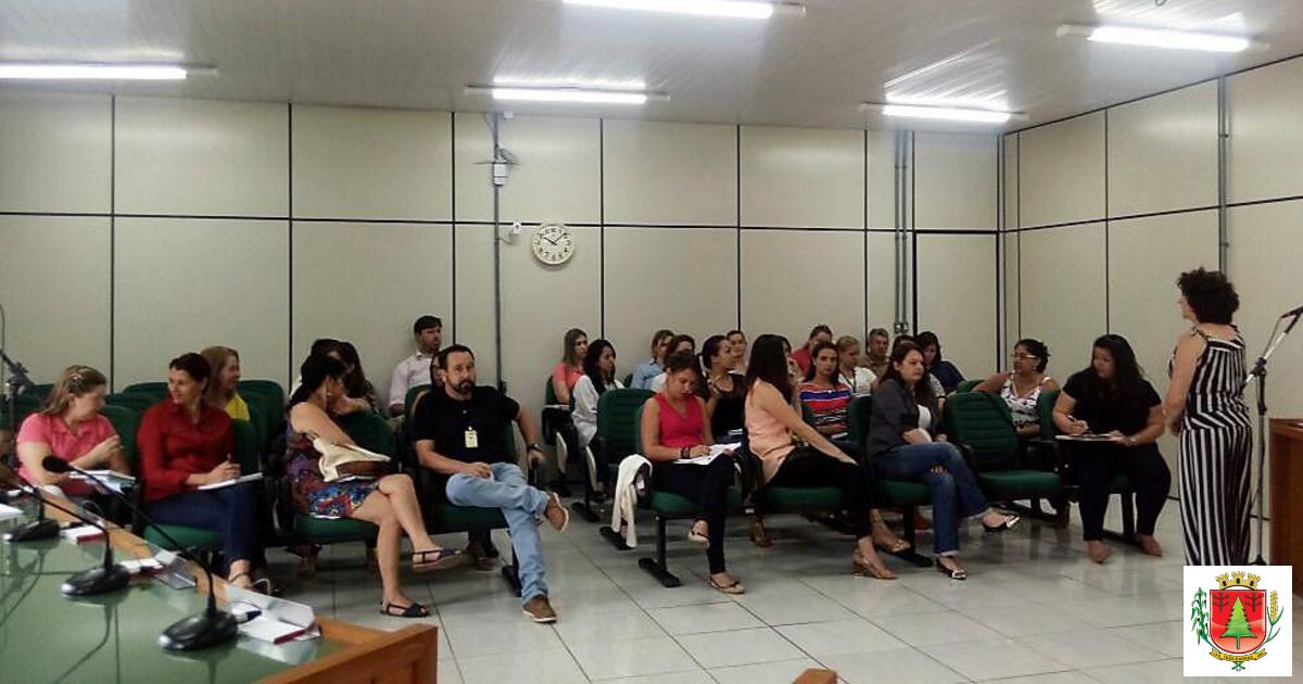 Prevenção e combate às drogas pautam reunião da Rede de Atendimento à Criança e Adolescente