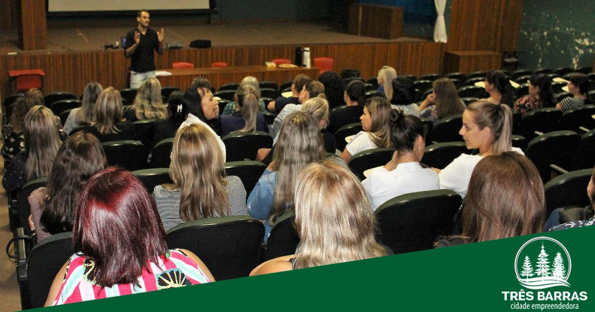 Professores da rede municipal de ensino participam de capacitações em Três Barras