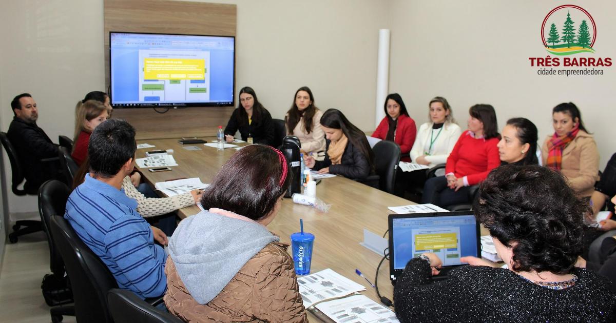 Protocolo de Atendimento a Crianças e Adolescentes é revisado e alterado durante reunião