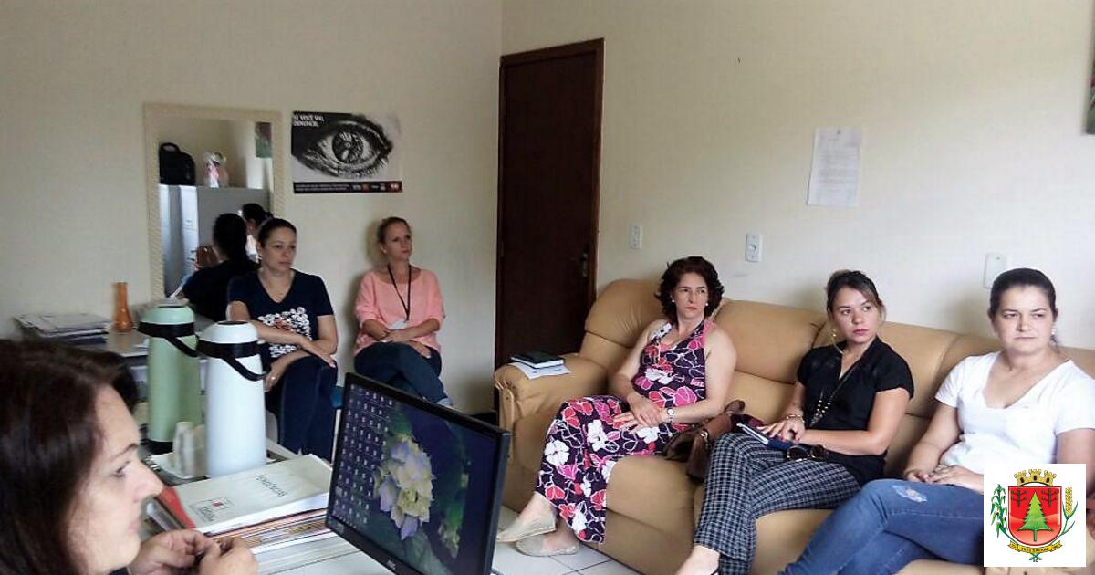 Reunião discute organização dos atendimentos e serviços ofertados pela Assistência Social