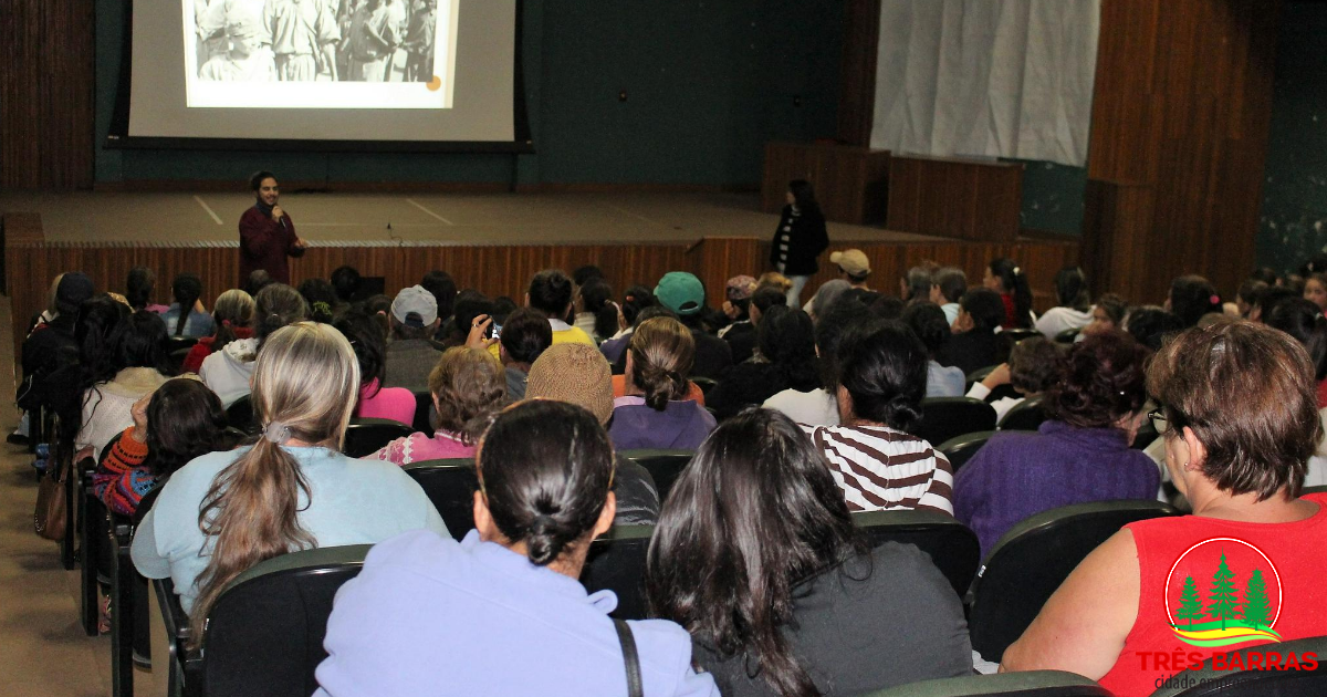 """""""Saúde mental e seus mitos"""" é tema de palestras com beneficiários de programas sociais em Três Barras"""