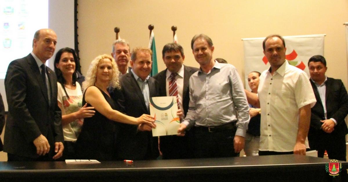 Secretária de Assistência Social assina contrato para construção de novo Cras