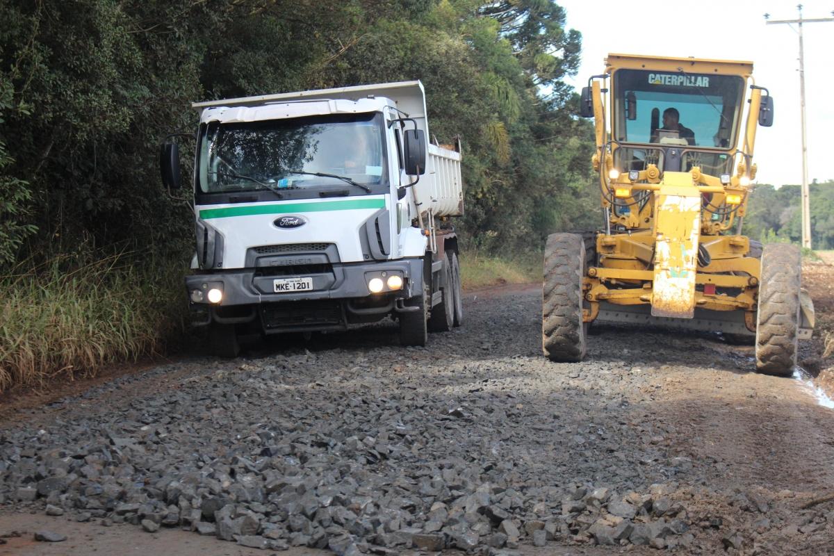 Secretaria de Viação e Obras realiza reparos em estradas do interior de Três Barras
