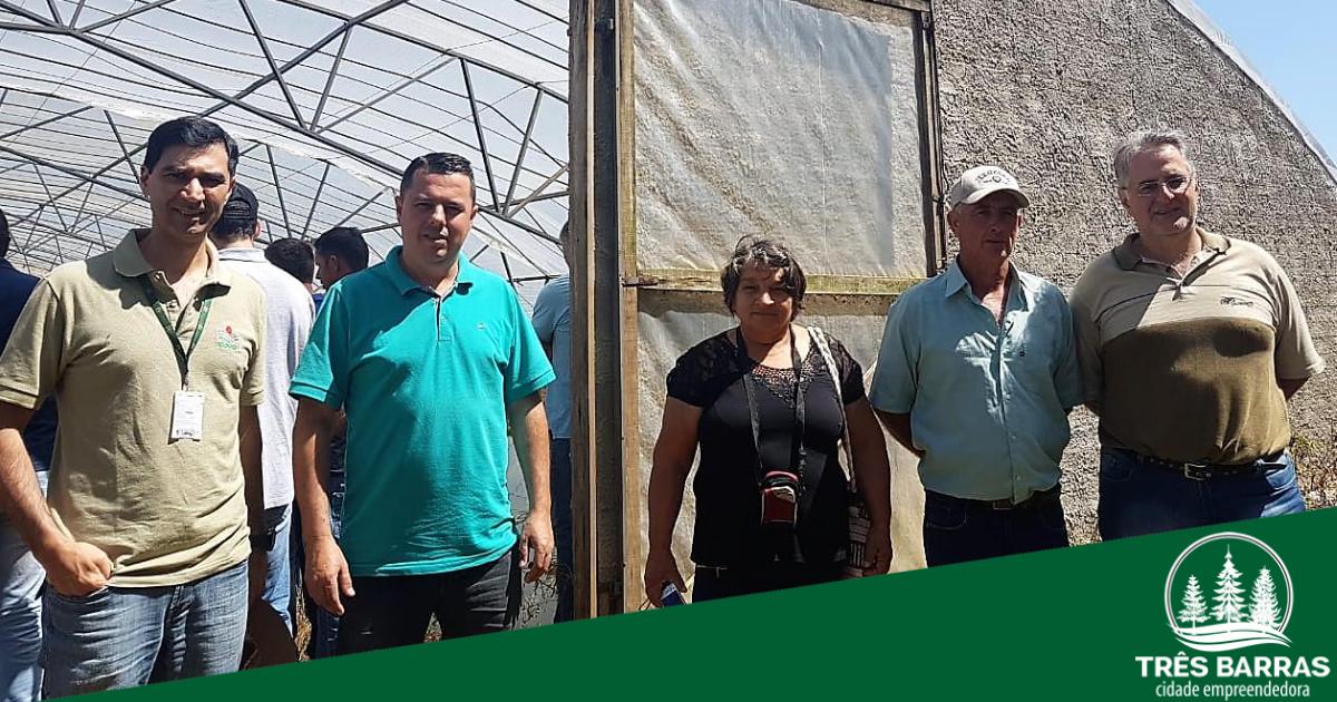 Secretário de Agricultura lidera visita técnica a estufa para criação de alevinos em Mafra