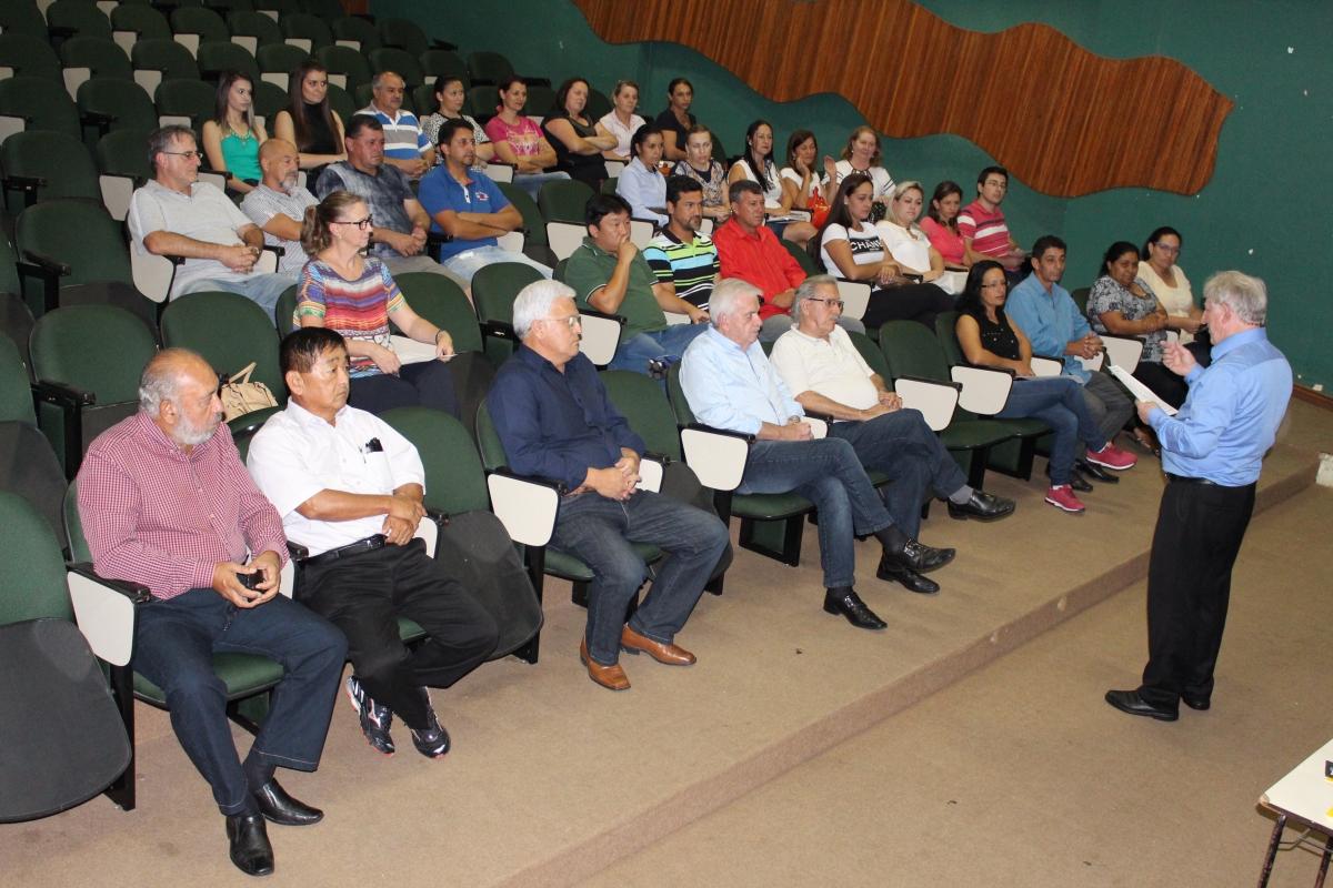 Servidores da prefeitura participam de palestra sobre excelência no atendimento ao público