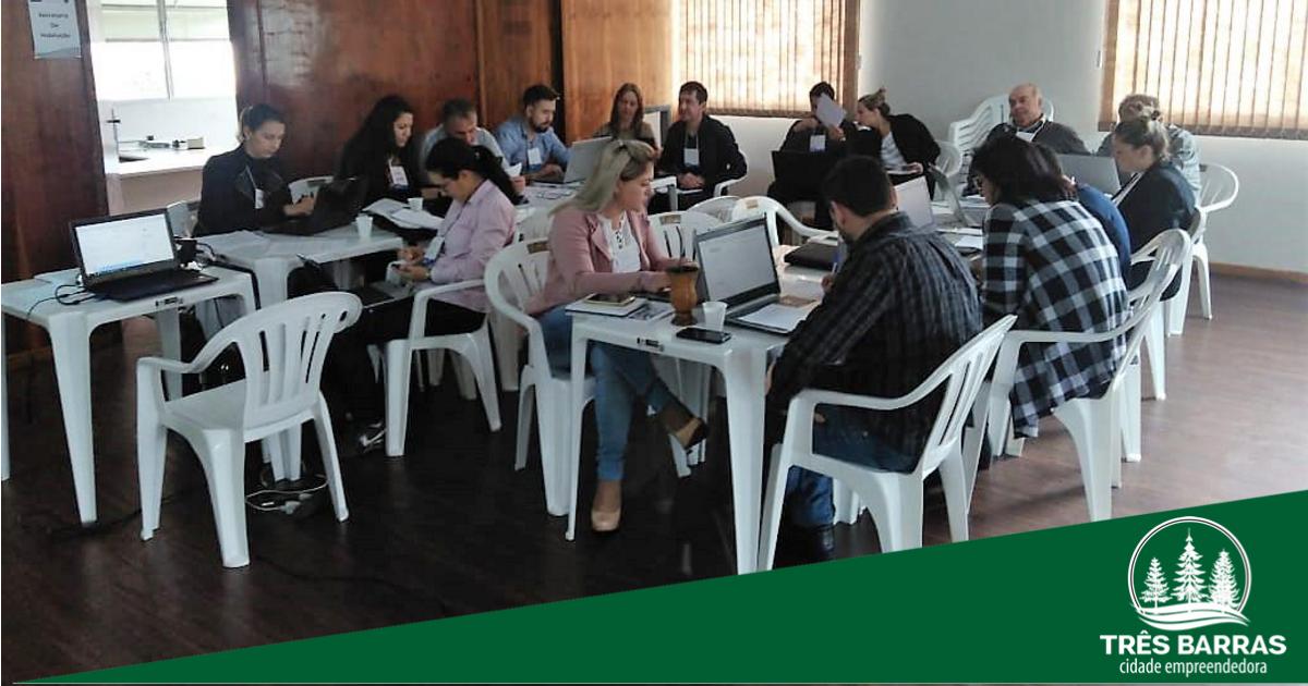Servidores são treinados para operar sistema que gerencia projetos em execução pelo município