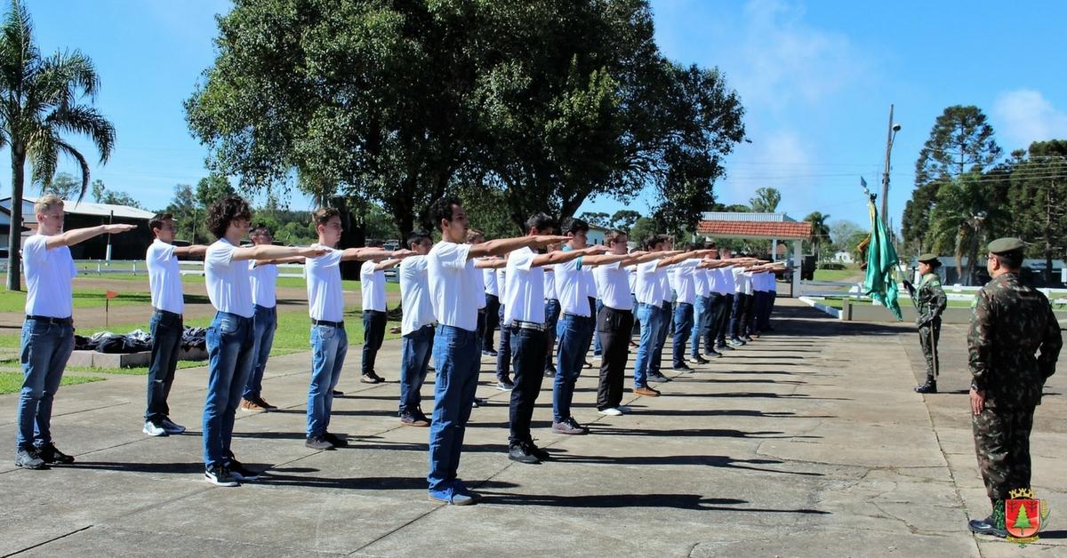Shimoguiri participa de solenidade de dispensa de jovens do serviço militar