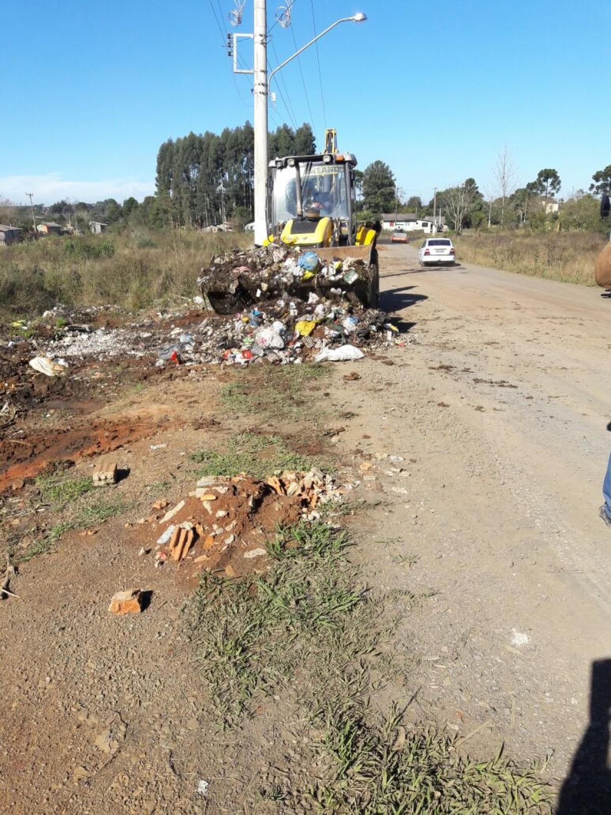 Três toneladas de lixo são recolhidas durante ação no distrito de São Cristóvão