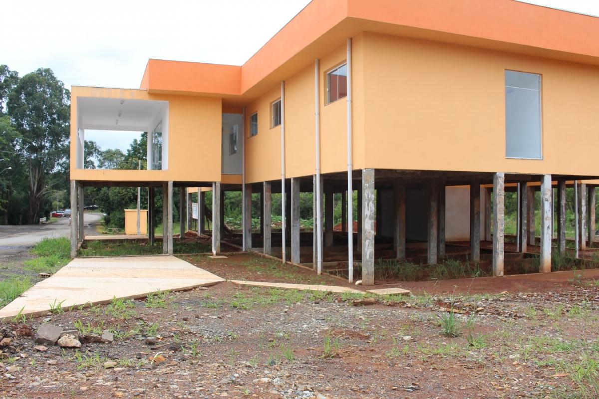 Unidade de Saúde é construída sem rampas de acesso para ambulâncias e cadeirantes