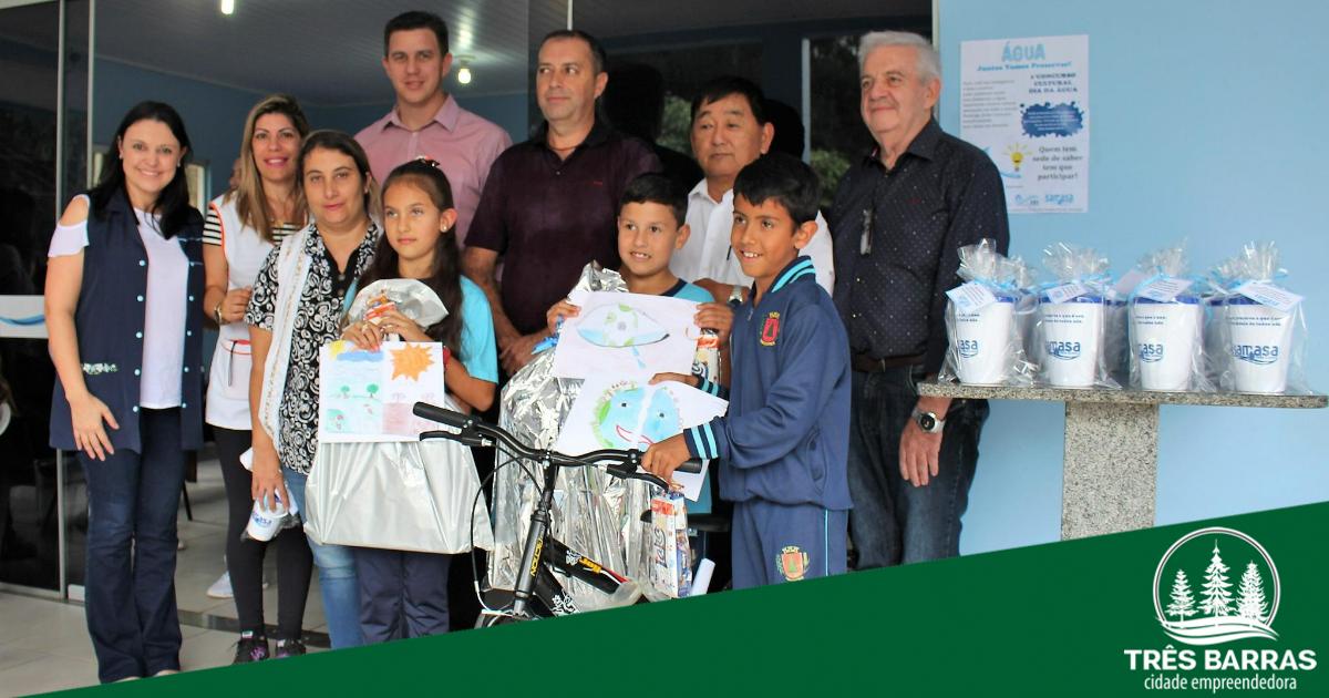 Vencedores são premiados em concurso de desenhos sobre o Dia Mundial da Água