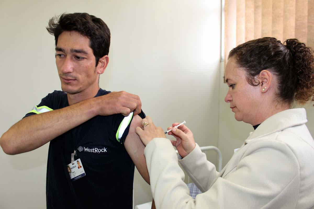 Vigilância Epidemiológica e ESF realizam nova etapa da atualização vacinal de trabalhadores em Três Barras